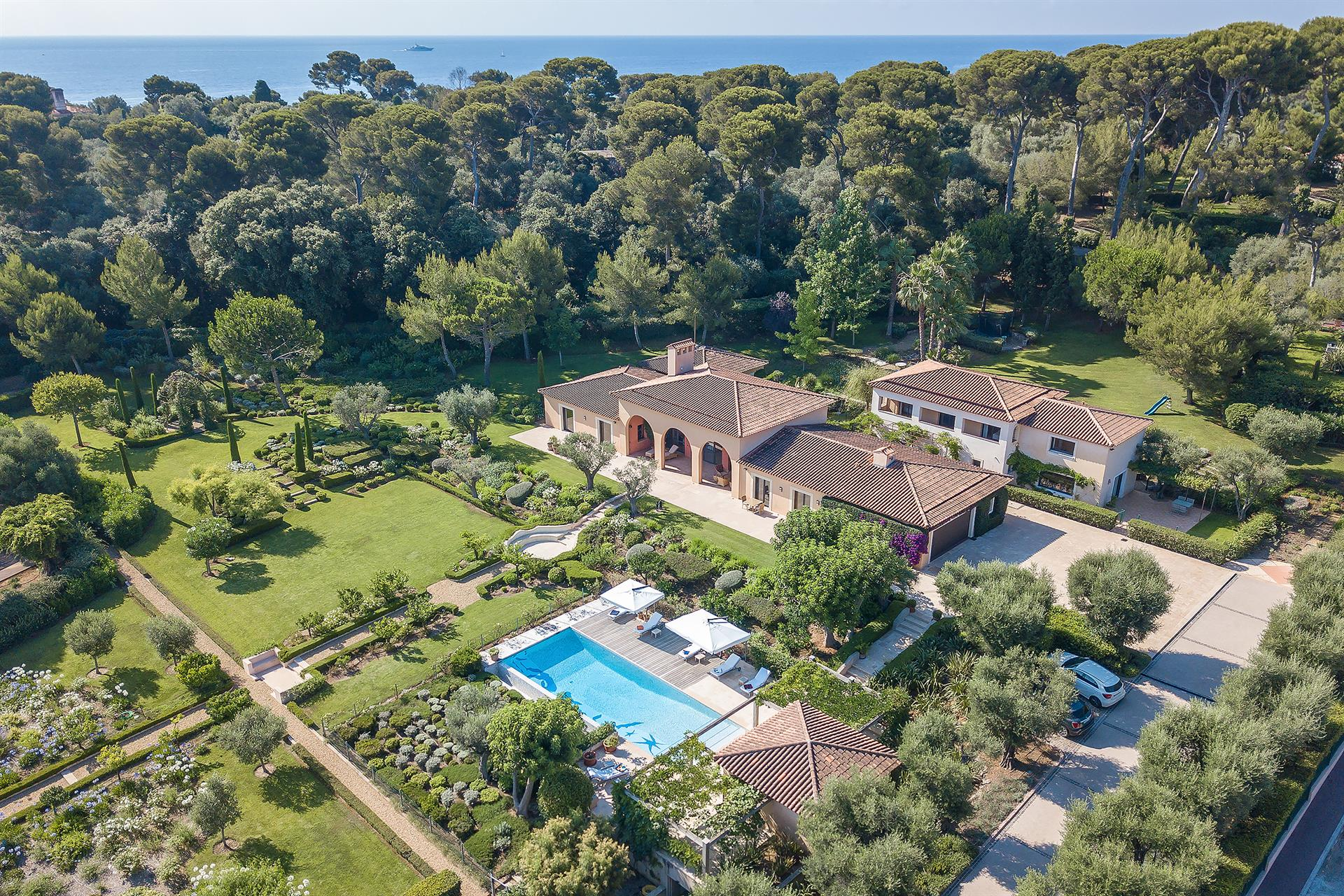 Cap d'Antibes – Luxury Villa with Sea Views