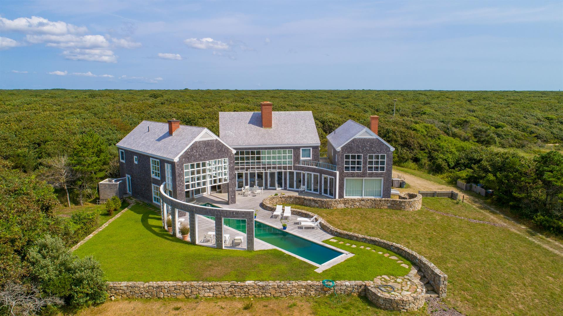 Homers Pond – Majestic Martha's Vineyard Oceanfront Paradise